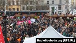 Прагада «мақпал революциясына» 26 жыл толуына орай өткен шеру. Чехия, 17 қараша 2015 жыл.