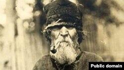 Дзед зьлюлькай. Фота зэтнаграфічнай калекцыі Ісака Сербава, 1911–1912гг.