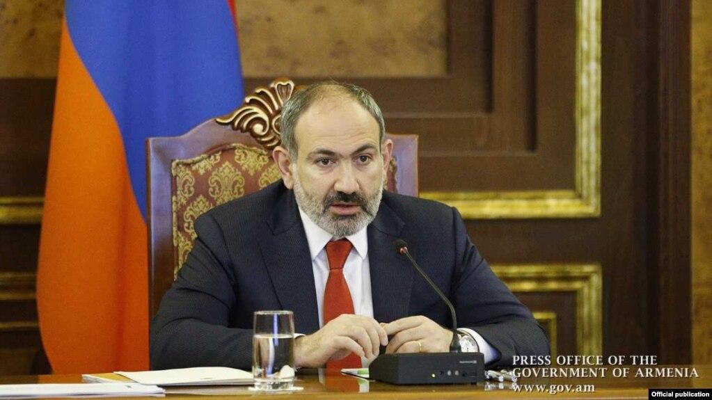 Пашинян поздравил Зеленского с победой на выборах в Раду