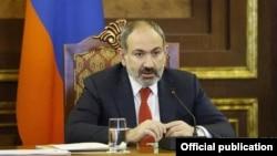 Премьер-министр Армении Никол Пашинян в ходе совещания, Ереван, 22 марта 2019 г.