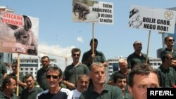 """Radnici """"Boksita"""" na protestu koji su održali 12. jula 2010, arhivska fotografija, foto Savo Prelević"""