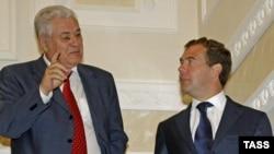 Russian President Dmitry Medvedev (right) meets with his Moldovan counterpart, Vladimir Voronin, in Sochi.