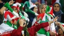 حضور محدود زنان در بازی ایران - کامبوج؛ ورزشگاه آزادی تهران