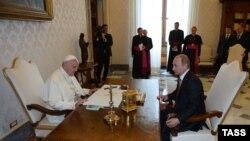 Встреча папы Римского Франциска и президента России Владимира Путина в 2015 году