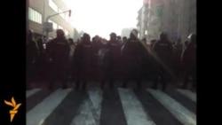 Протести на власта и на опозицијата пред Парламентот