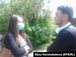 Алматылық студенттер Айнұр Серікова мен Руслан Алданғазов.