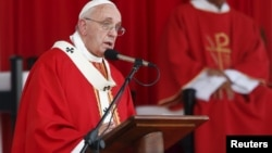 Папа римский Франциск обращается к кубинской пастве