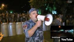 На улицах Еревана растет накал страстей. Проходят многочисленные протестные акции, на которые полиция реагирует очень жестко