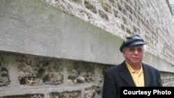 سروش حبیبی ساكن پاريس است و روزهاى خود را به ترجمه رمان ها و داستان هاى كلاسيك و معاصر جهان مى گذراند؛ از دكتر ژيواگو، اثر بوريس پاسترناك، گرفته تا «بانوى ميزبان» نوشته داستايفسكى/ عکس: سعید کمالی دهقان