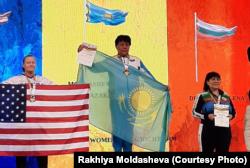 Рахия Молдашева на чемпионате мира по армрестлингу. Румыния, ноябрь 2019 года.