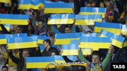 Ukraine -- Ukrainian soccer fans cheer during the 2014 World Cup qualifying soccer match between Ukraine and England in Kyiv, September 10, 2013