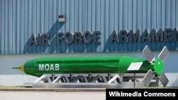 АҚШ-тың аса қуатты GBU-43/B бомбасы.