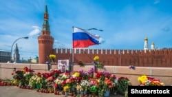 Народный мемориал Бориса Немцова в центре Москвы