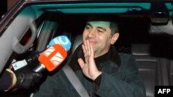 В прессе уже появились сообщения, что из-за проблем с регистрацией Окруашвили может выдвинуть на выборах в Гори своего друга, а сам он будет баллотироваться на пост вице-мэра Гори. На раздумья у него остается чуть больше трех недель – такой срок регистрации кандидатов определен законом