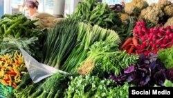 Зелень и овощи на рынке Кадышева в Ташкенте. Фото взято с соцсетей.