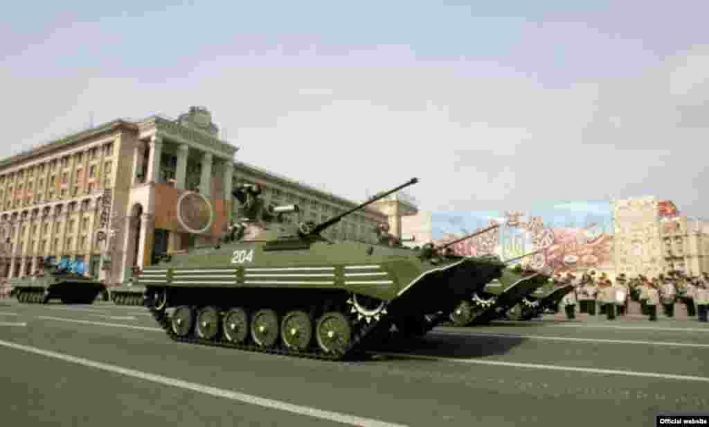 Військовий парад з нагоди Дня Незалежності 24 серпня 2008 року в Києві (фото з офіційного сайта Президента України) - Парад День Незалежності 5
