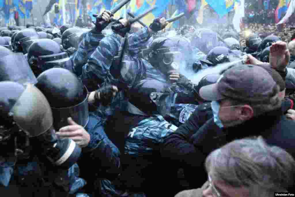 Сутички з міліцією, Київ, 24 листопада 2013 року