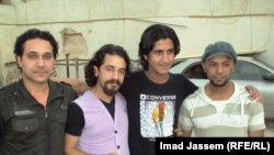 الشبان الأربعة بعد ان إطلقت السلطات العراقية سراحهم