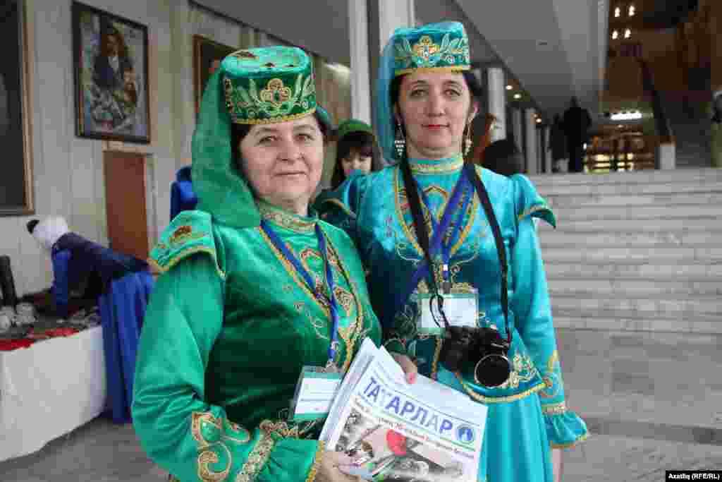 Ханты Мансидан килгән делегатлар
