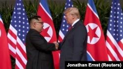 Лидеры КНДР и США Ким Чен Ын и Дональд Трамп. Сингапур, 12 июня 2018 года.
