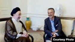 هومان مجد در دفتر محمد خاتمی در تهران(سال ۲۰۰۸)