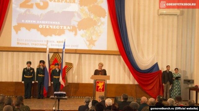 Аналитика: Оккупированная Керчь отметила 23 февраля под картой России без Крыма