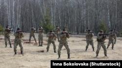 Мобілізовані солдати на військових навчаннях поблизу Житомира, 27 березня 2015 року