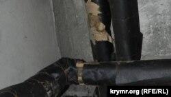 В этом подвале трубы системы отопления также заизолированы и отапливать помещение не могут