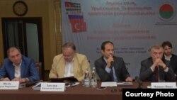 В ходе выступлений докладчиков за круглым столом в конференц-зале сухумского Дома Москвы переплетались история, политика и экономика. Фото: sputnik-abkhazia.ru