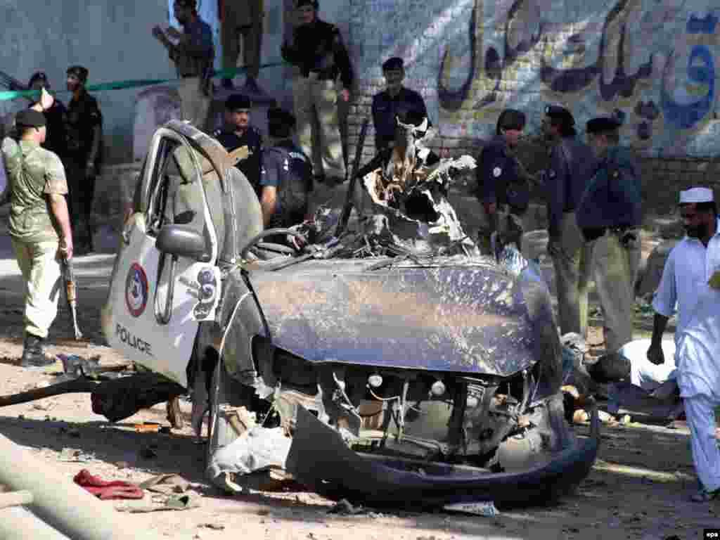 14 qershor '09 - Zyrtarët e Pakistanit kanë thënë se nga një sulm i dyshuar raketor amerikan, janë vrarë së paku tre veta në një rajon fisnor në Pakistan, në kufi me Afganistanin. Sipas tyre, raketa kishte goditur një ose më tepër makina në Vaziristanin Jugor, ku është baza kryesore e shefit të talibanëve pakistanezë, Bejtullah Mesud.