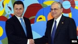 Архивска фотографија: Средба на премиерот Никола Груевски со неговиот поранешен грчки колега Лукас Пападимос во Брисел.