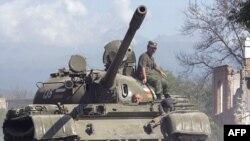 Un tanc al forțelor sud-osete la Tskhinvali