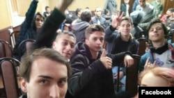 "Участники митинга ""Он вам не Димон"" в суде"