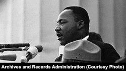 """Мартин Лютер Кинг произносит речь """"У меня есть мечта"""", 28 августа 1963 года."""