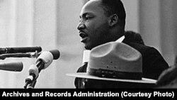 """Мартин Лютер Кинг обращается к участникам демонстрации в Вашингтоне со своей известной речью """"У меня есть мечта"""""""