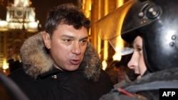 Борис Немцов на акции в защиту свободы собраний