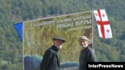 Власти Абхазии заявляют, что в случае вывода российских миротворцев их функции возьмут на себя местные вооруженные структуры