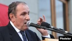Armenia -- Armenian National Congress leader Levon Ter-Petrossian speaks at anopposition rally in Yerevan, 26Jun2012.