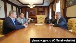 Встреча Сергея Аксенова и нового министра транспорта Крыма Игоря Захарова