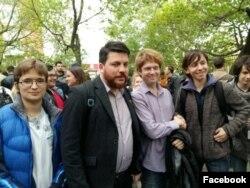 Семён Голубовский (четвертый слева) на открытии штаба Навального во Владивостоке