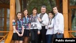 Петро Порошенко із сім'єю (Фото зі сторінки Facebook: www.facebook.com/petroporoshenko)