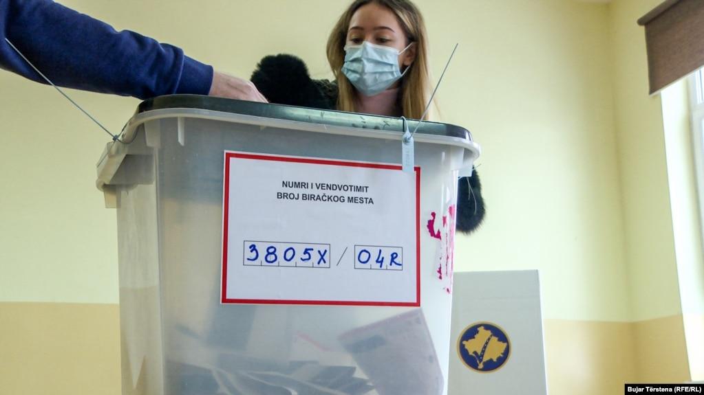 Të drejtë vote në zgjedhjet e 14 shkurtit kanë 1.794.862 qytetarë, të cilët do të mund të votojnë në 888 qendra të votimit, me 2.382 vendvotime në 38 komunat e Kosovës.