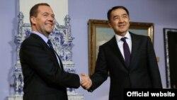 Ресей мен Қазақстан премьер-министрлері Дмитрий Медведев пен Бақытжан Сағынтаев. Мәскеу, 26 қазан 2016 жыл.