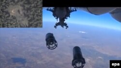 Arxiv fotosu: Rusiya Müdafiə Nazirliyi Suriyanın İdlib şəhərinin bombalanması zamanı hərbi təyyarənin altındakı kameradan görüntüləri yayıb. 5 oktyabr 2015