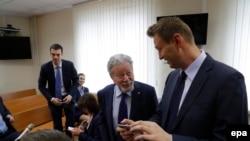 Алексей Навальный и адвокат Усманова Генрих Падва