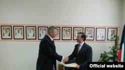 Pamje nga nënshkrimi i marrëveshjes nga Sylejman Selimi dhe Najeeb Abdulrahman Al-Bader