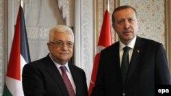 Түрк өкмөт башчысы Режеп Тайып Эрдоган палестин лидери Махмуд Аббас менен Стамбулдагы саммиттин негизги иш күнүн утурлай жолукту. 7-июнь, 2010-ж.