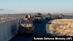 Թուրքական զինված ուժերի զրահատեխնիկան Սիրիայի սահմանի մոտ, արխիվ