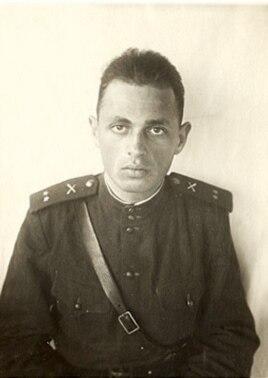 Пройдя всю войну, Халатников дослужился до звания начальника штаба полка