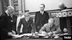 Подписание Пакта Молотова-Риббентропа. Москва, 28 сентября 1938